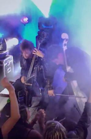 2Cellos play Iron Maiden