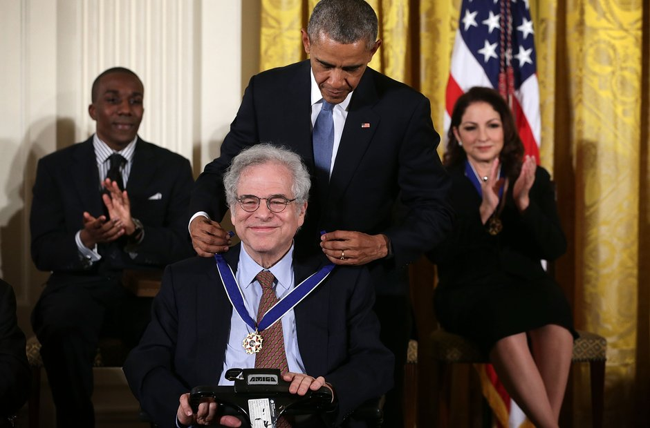 Itzhak Perlman receives the Medal of Freedom